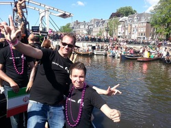 roze-gebaar-amsterdam-canal-parade-2013-bastiaan-richard